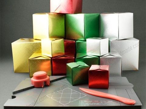 Hộp quà Giáng Sinh từ bàn làm hộp quà