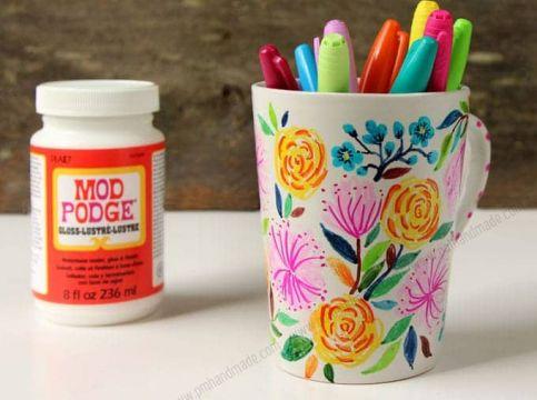 Vẽ tranh và sứ bằng bút Sharpie